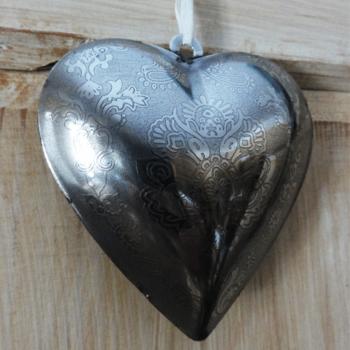 Srdce-kovove-zblizka