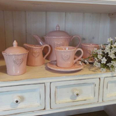 Jemný-růžový-porcelán-se-srdcem